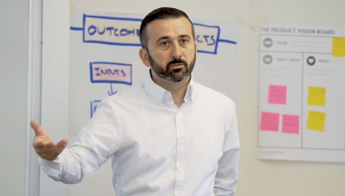 Miljan Bajic leading an agile training class